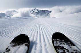 Skier auf der Piste.